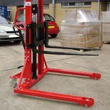 Manual straddle stacker: 1000kg