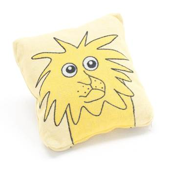 #en Cushion Lion yellow background 330x330 mm