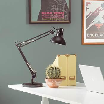 Skrivebordslampe, med leddet arm, svart