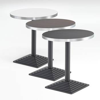 Okrągły stół z aluminiową krawędzią.