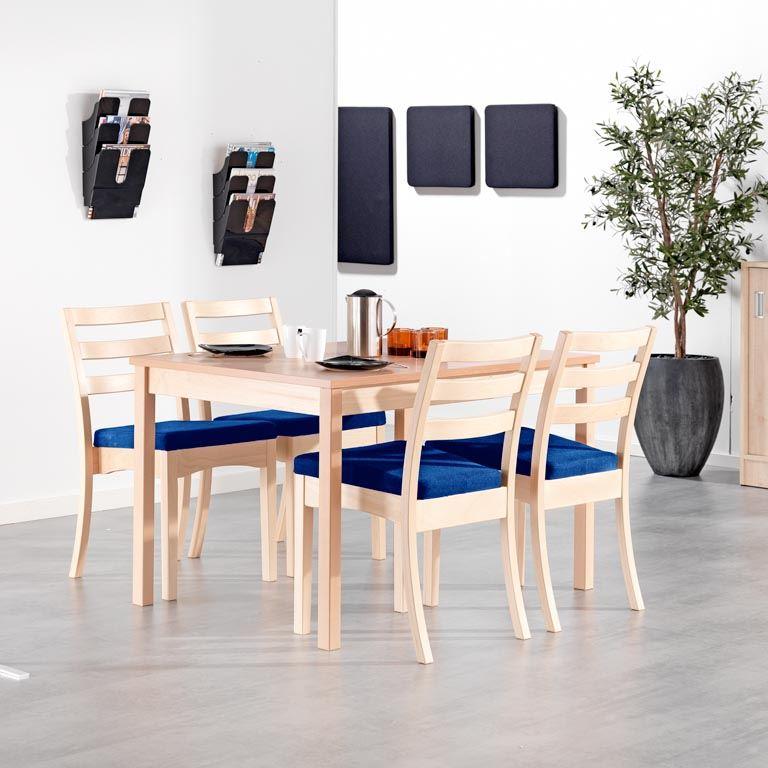 Spisegruppe i bøk laminat + 4 stoler