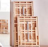 Stół składany o lakierowanym blatem