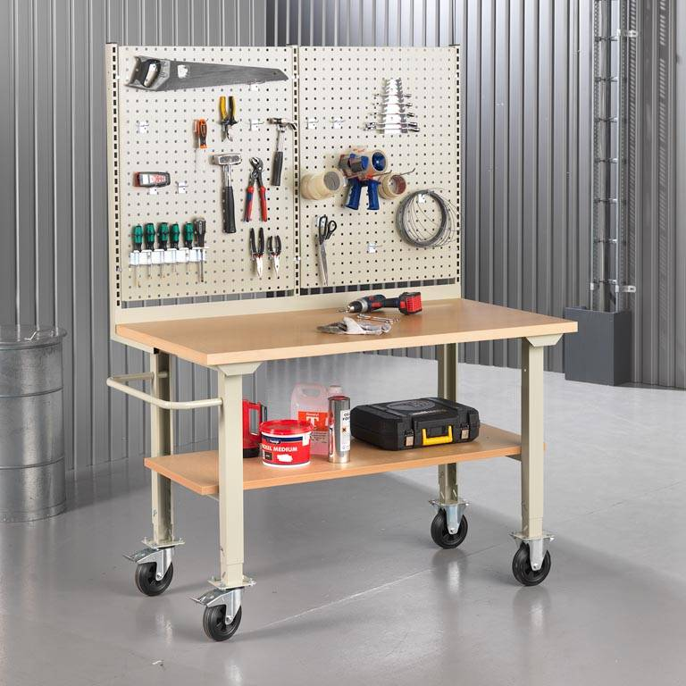 """Robust"" complete mobile workbenches"