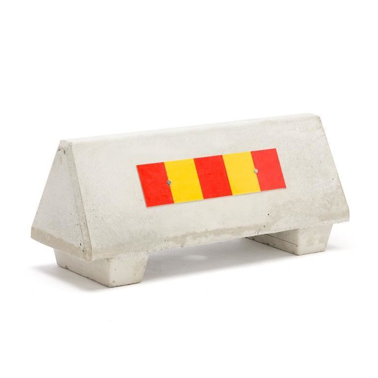 Concrete barrier with reflectors
